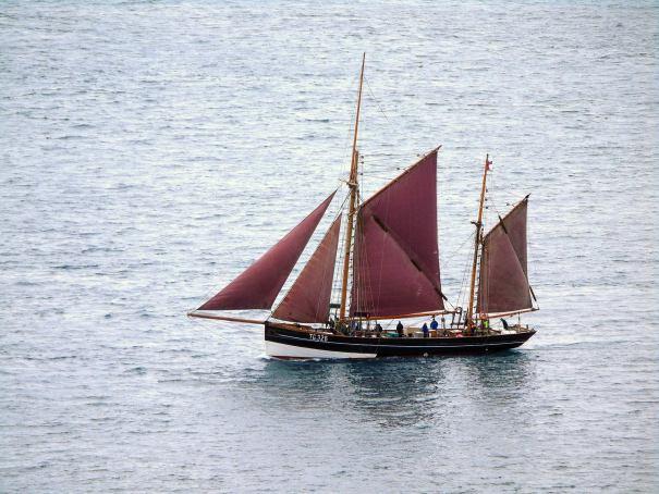 The Johanna with sails up (Photo by Ingi Sorensøn https://youpic.com/photographer/Ingis/)